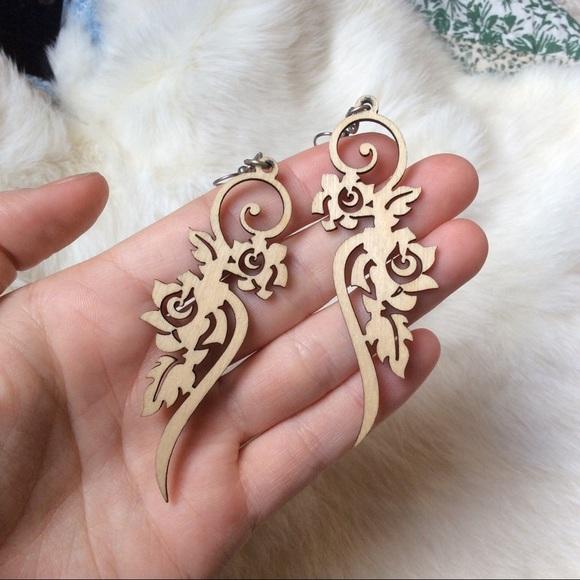 Vintage Jewelry - Swirling Hippie Cut Wood Earrings